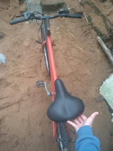 Bicicleta boa porém precisa de reparos