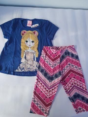 Conjunto Abrange blusinha azul e calça capri colorida TAM 2 REF: 7522