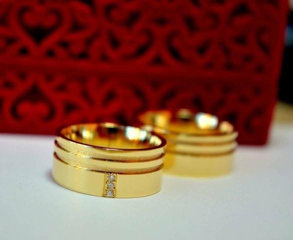 2d7a3ad0ae8 Diversos modelos de alianças em ouro 18k