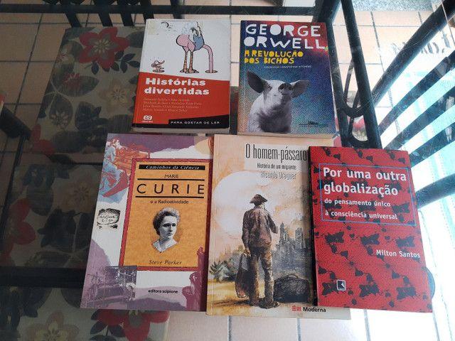 Livros didáticos para o 9º ano EF do CMR