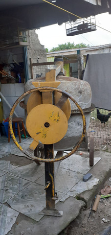 Vendo Bitorneira 250 litros - Foto 2