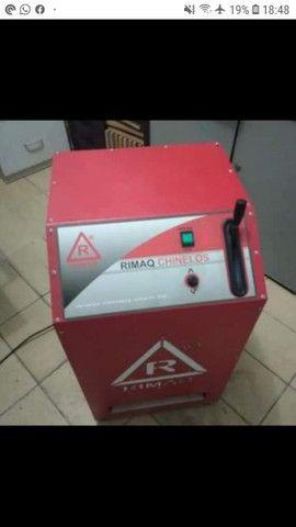 Máquina automática para fazer chinelos
