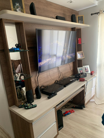 Painel rack de televisão com 4 gavetas