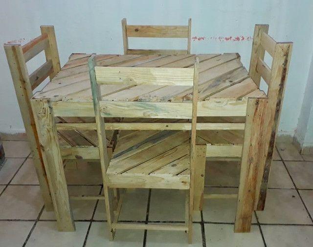 Mesa de palete com 04 cadeiras - Foto 5