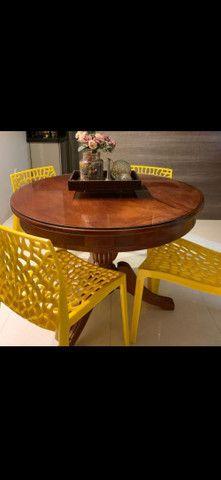 Cadeira amarela para decoração