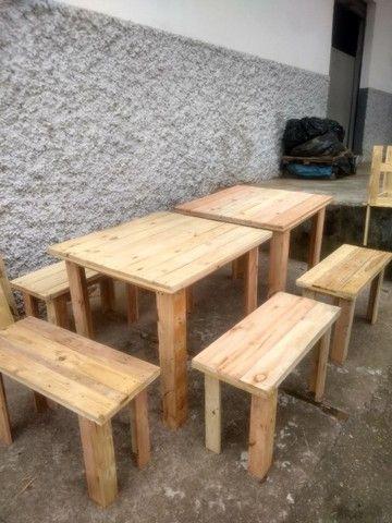 Conjunto de mesa com bancos de madeira - Foto 2