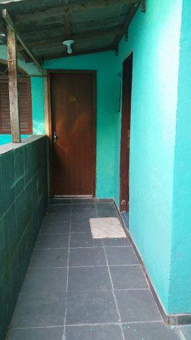Alugo casa no alto da serra de 1 quarto, sala cozinha, banheiro e área - Foto 3