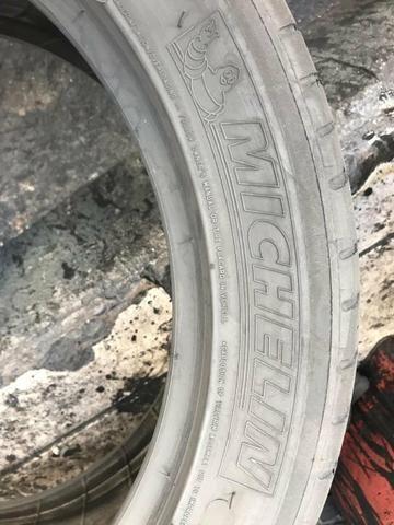 Pneus 235/45/17 Michelin meia vida (não são riscados) - Foto 5