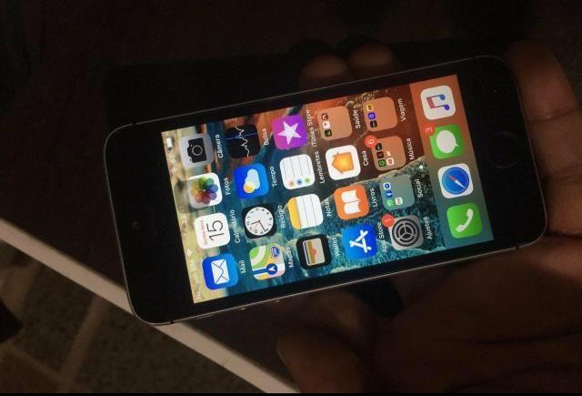 IPhone SE 32gb top