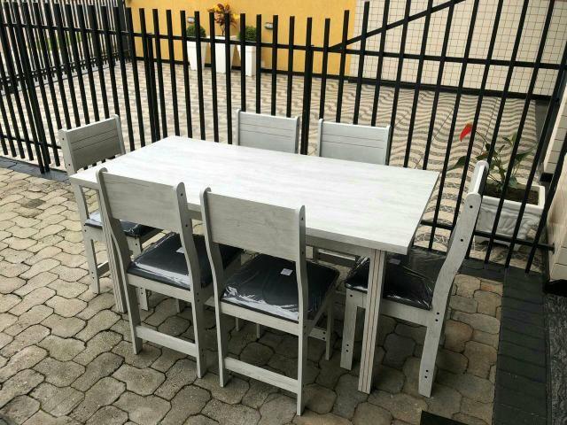 Mesa com 6 cadeiras nova- Entrego