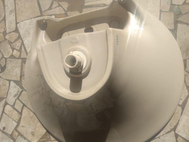 Pia e coluna de banheiro