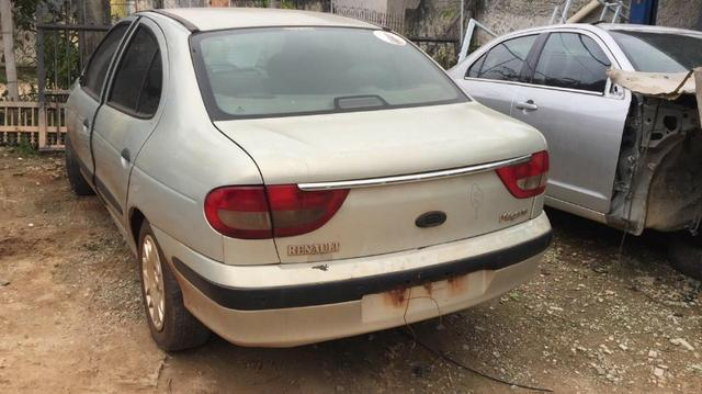Sucata Renault Megane RT 2001 1.6 16v para retirada de peças - Foto 4