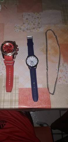 Relógio e um cordão