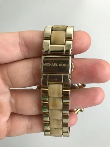 c0f12b20e11 Relógio Michael Kors dourado com cristais - usado - Bijouterias ...