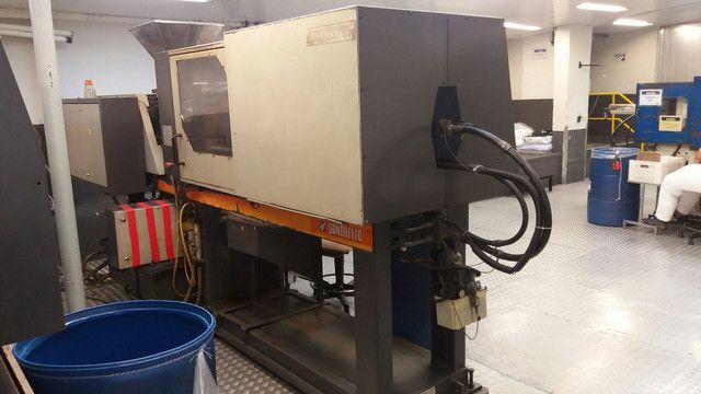 Vendo uma máquina injetora de plástico SEMERARO GIUSTA 260/65 - Foto 3