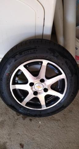 Vendo 4 rodas liga leve e 4 pneus Dunlop zerados - Foto 4
