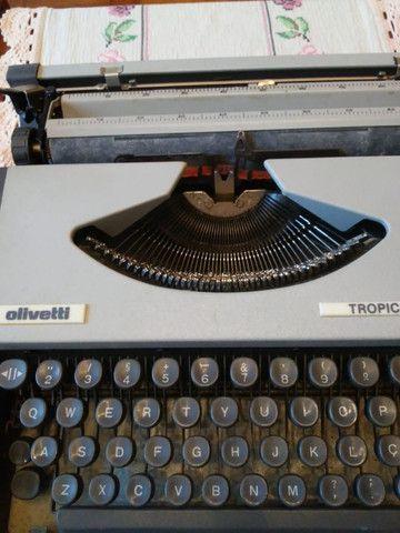Máquina de escrever maleta, marca Ollivetti, modelo Tropical - Foto 4