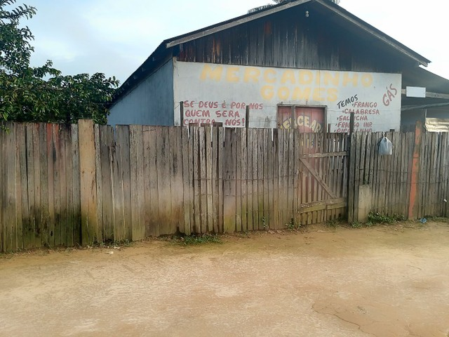 Vendo ou troco uma com uma casa em Manaus