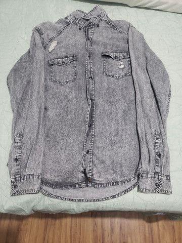 Camisa Jeans cinza tamanho M