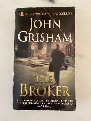 """Livro """"The Broker"""" - John Grishan - em Inglês"""