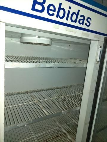 Desocupando espaço, vendo ou troco geladeira expositora para bebidas de 3 portas