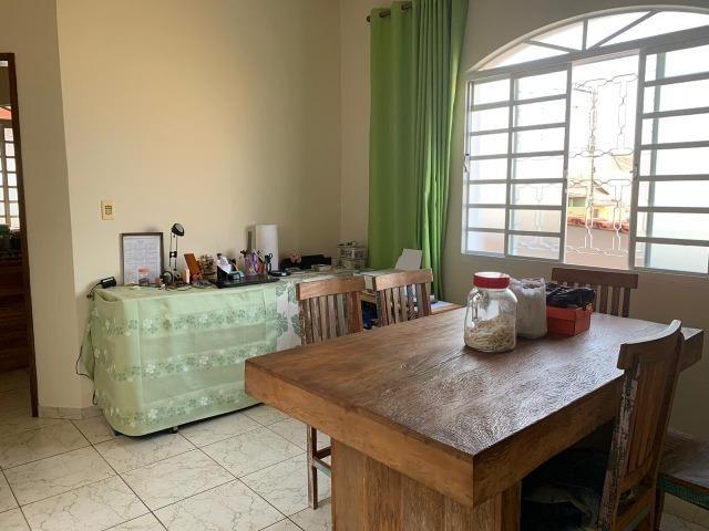 DA ótima casa em Itaúna com barracão nos fundos - Foto 9