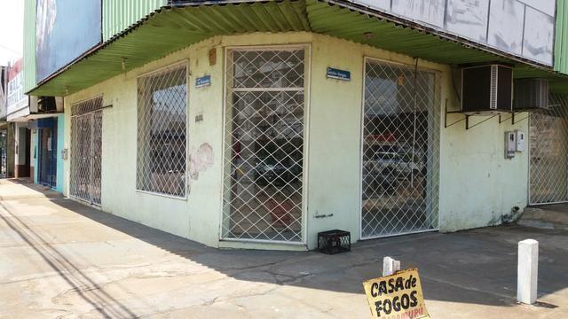Prédio comercial de esquina na Av. 7 de Setembro