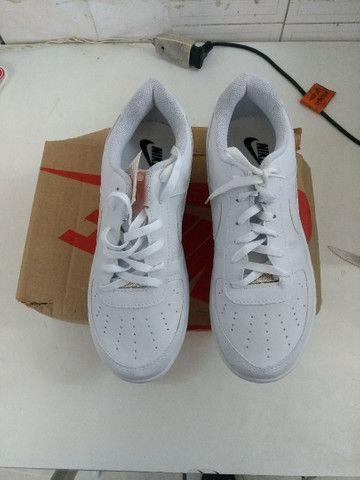 Vendo tênis Nike  original e na caixa.