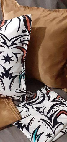 Kit de 05 almofadas decorativas completas capa e enchimento individual com zíper  - Foto 5