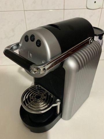 Máquina de Café Nespresso Zenius Profissional
