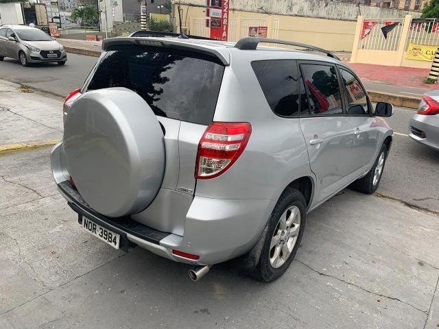 Toyota Rav4 com teto solar aceito financiamento - Foto 8