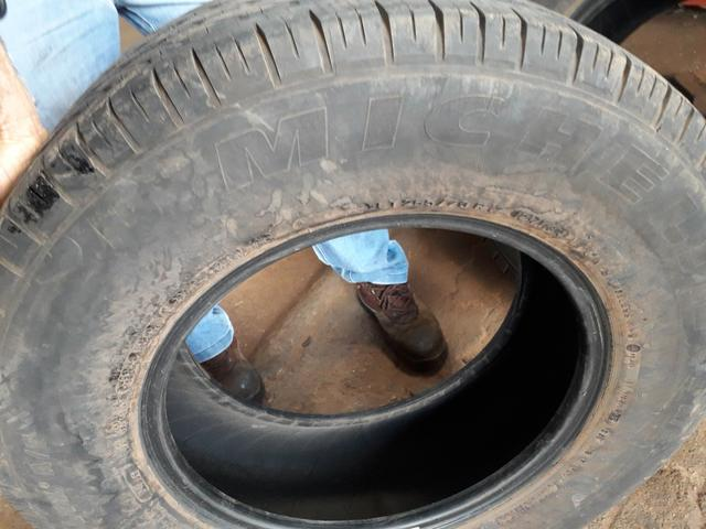 Vendo dois pneus 265/70/17 Michelin
