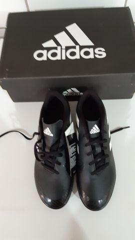Chuteira society Adidas nova na Caixa - Foto 2