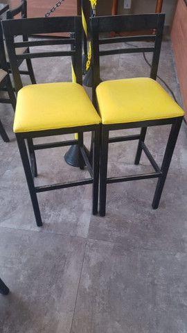 Mesas de madeira e cadeiras empilhaveis e banquetas<br> - Foto 4