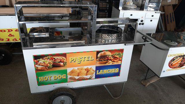 Carrinho de hot dog e lanches