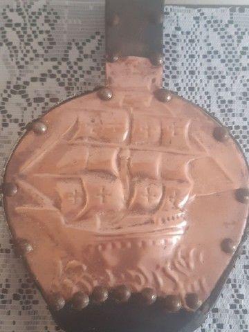 fole acendedor antigo feito em madeira couro e cobre - Foto 3