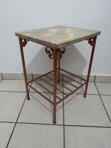 Conjunto 2 mesas de apoio em mármore e base de ferro - Foto 4