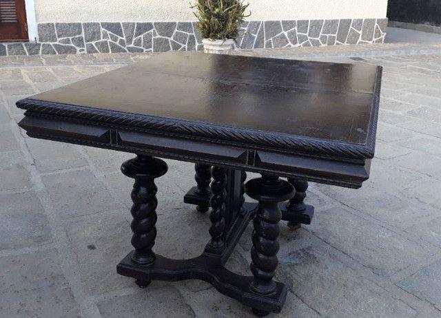 Mesa estilo Manuelina