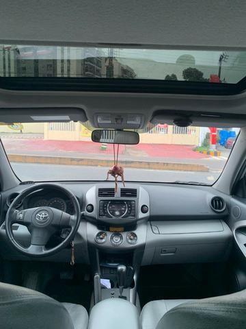 Toyota Rav4 com teto solar aceito financiamento - Foto 7