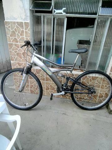 Bicicleta e jaqueta couro vendo