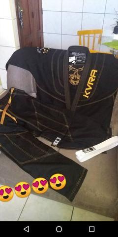 Kimono preto e faixa branca KVRA - tamanho A3