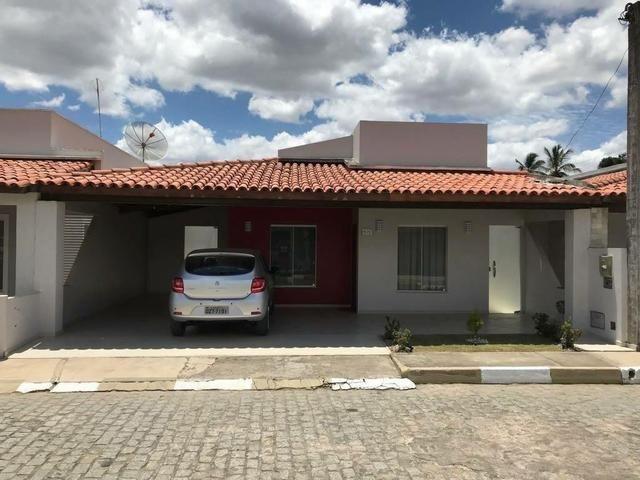 Casa em condomínio fechado com excelente padrão de acabamento