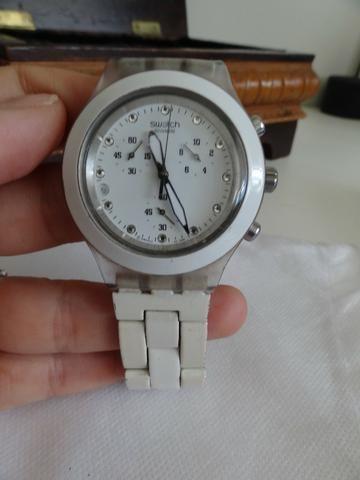 6970b66509f Relógio Swatch branco (modelo Full-blooded) - usado - Bijouterias ...