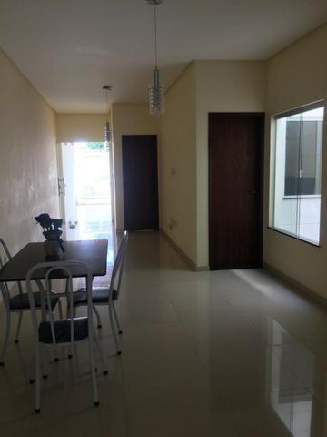 Casa padrão, nova e linda! 3/4, 3 banheiros, porcelanato, área gramada e gourmet