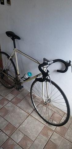 Bicicleta de Corrida marca PEUGEOT da França relíquia dos anos 80 peça rara - Foto 3
