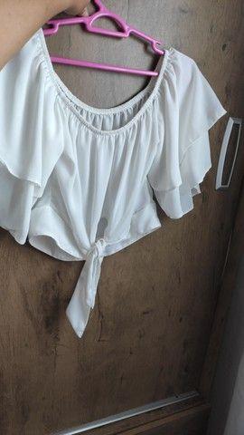 Blusa branca ombro a ombro