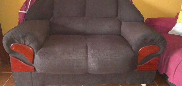 Vendo esse sofá de dois é três, bem conservado no valor de 700,00 - Foto 2