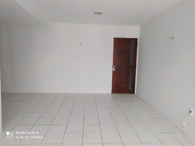 Apto 03 quartos sendo 1 suite, 02 vagas de garagem, piscina etc. - Foto 6