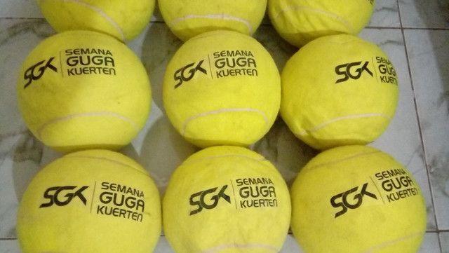 Kit com 9 bolas de tênis Gigantes Guga Kuerten ? Com Defeito - Foto 3