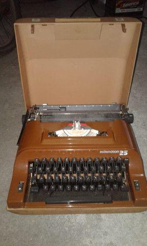Maquina Portátil De Escrever Remington 25 - Foto 2